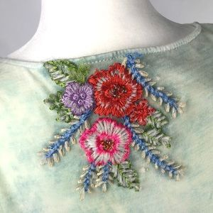 ARATTA embroidered T front shirt floral M NWT